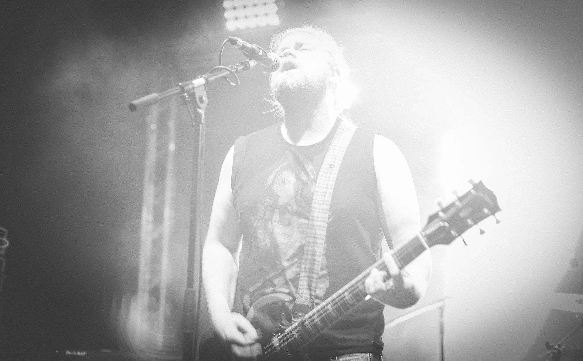 Konzert Berlin Fotograf Gitarrist singt