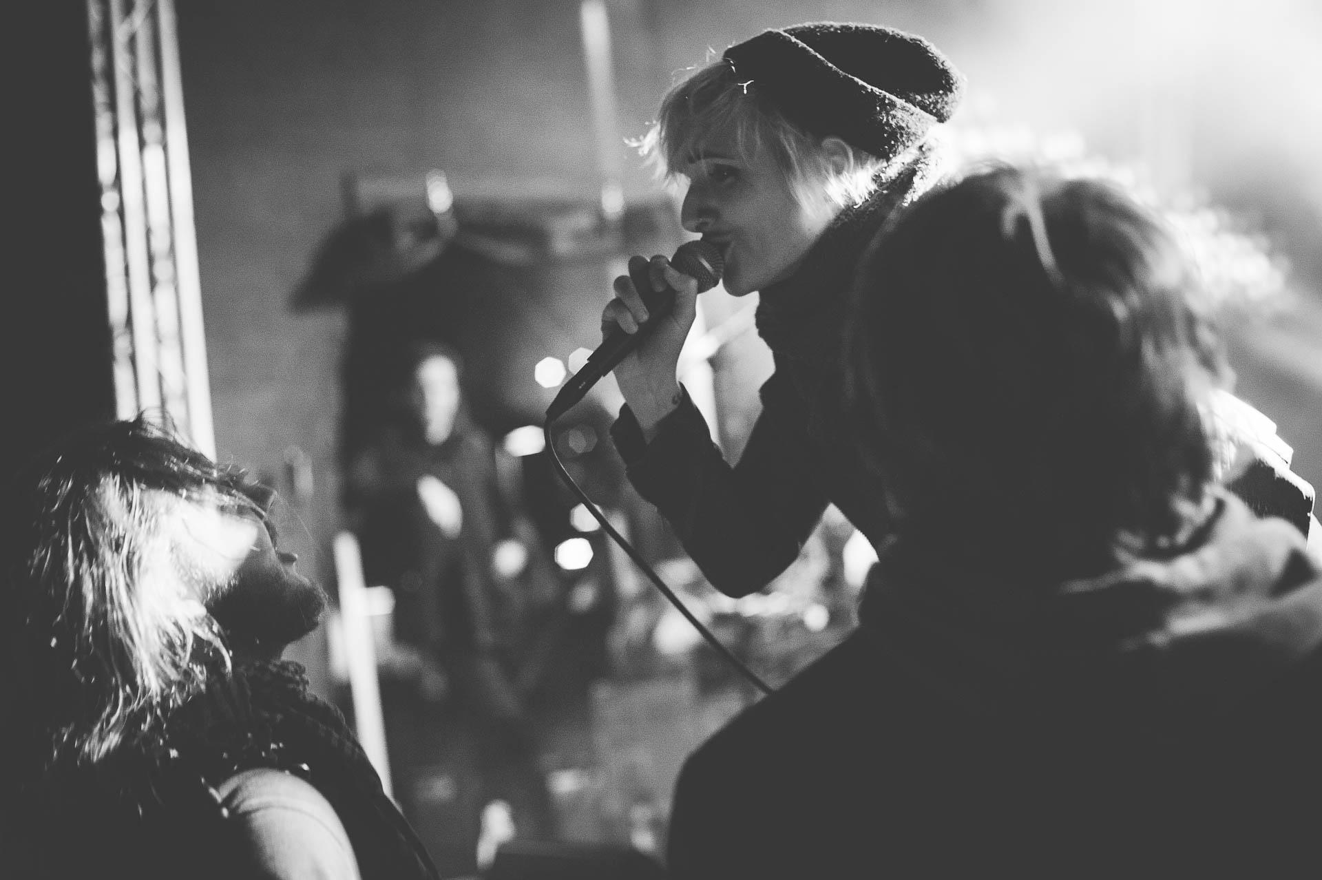 Konzert Sängerin und Publikum