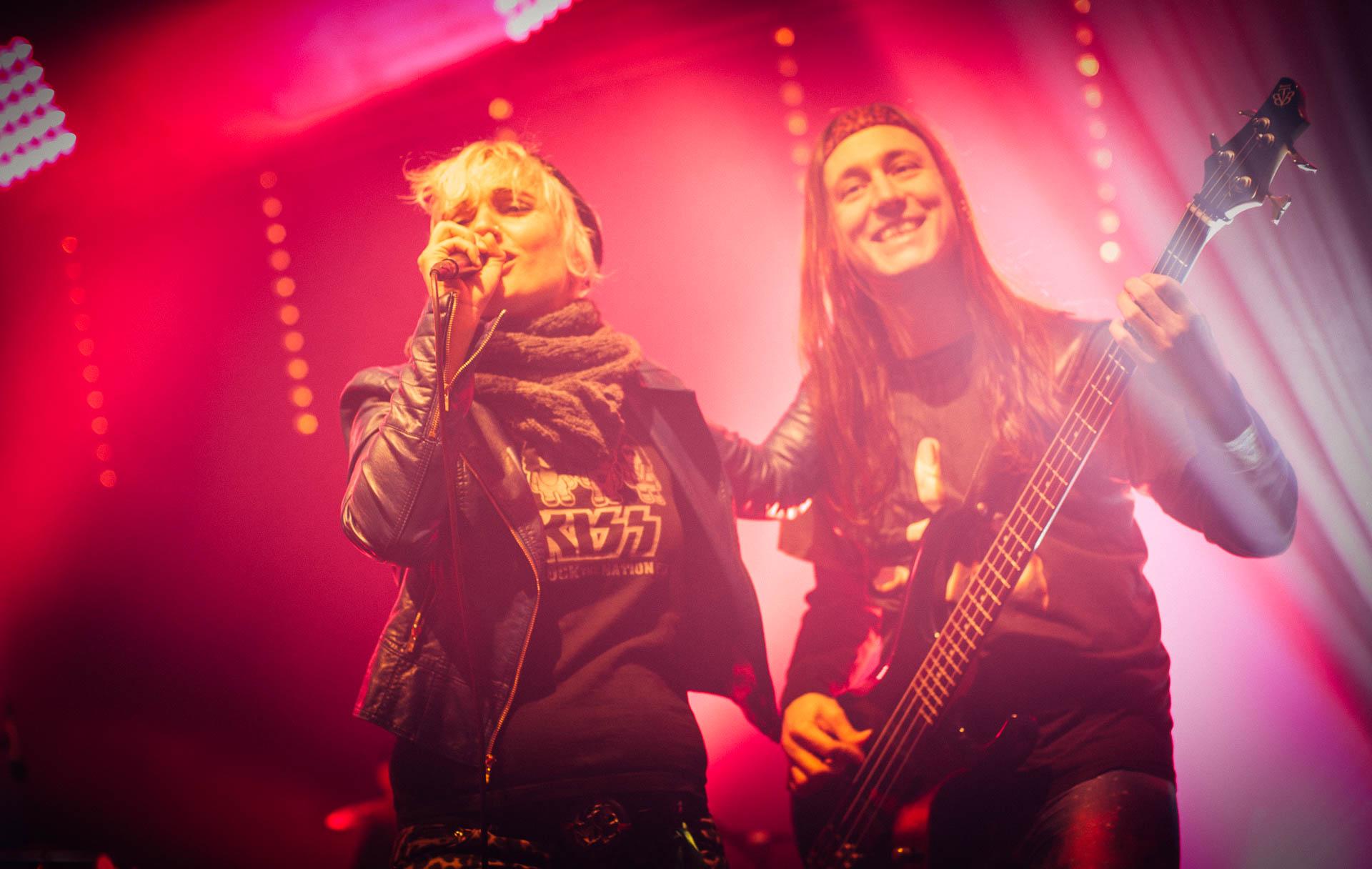 Konzert Sängerin und Bassist
