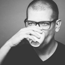 Tobi Bohn trinkt gerne Kaffee!!!