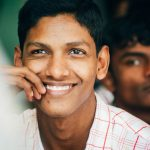 Indien Junge Lächeln Fotograf Tobi Bohn Berlin
