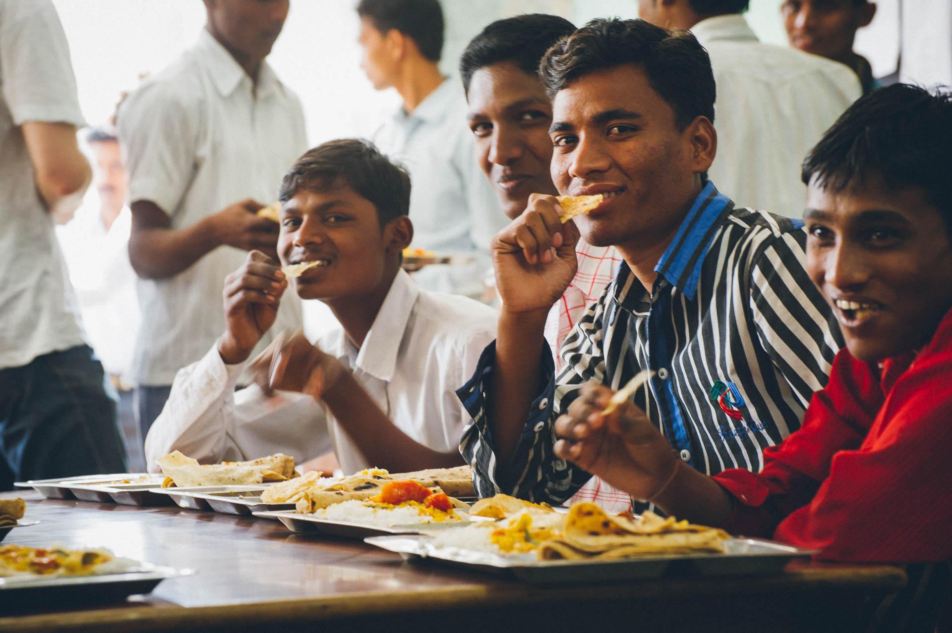 Indien Mittagessen Fotograf Tobi Bohn Berlin