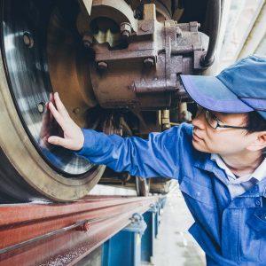 Inspektion am Zug in China – Industriefoto