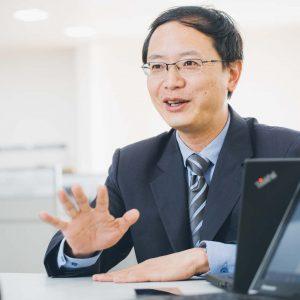 Chinesischer CEO im Interview – Industriefoto